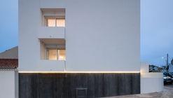 Casa em Santa Cruz / Manuel Tojal Architects