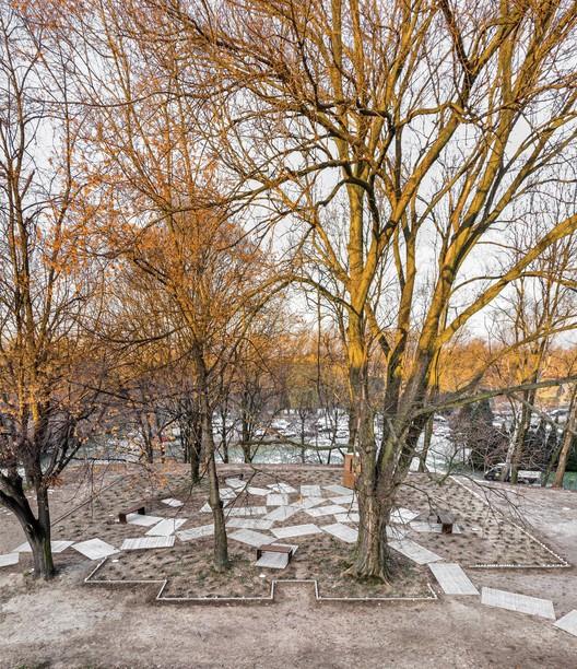 The Great Synagogue Memorial Park in Oświęcim / NArchitekTURA + Bartosz Haduch, © Piotr Strycharski