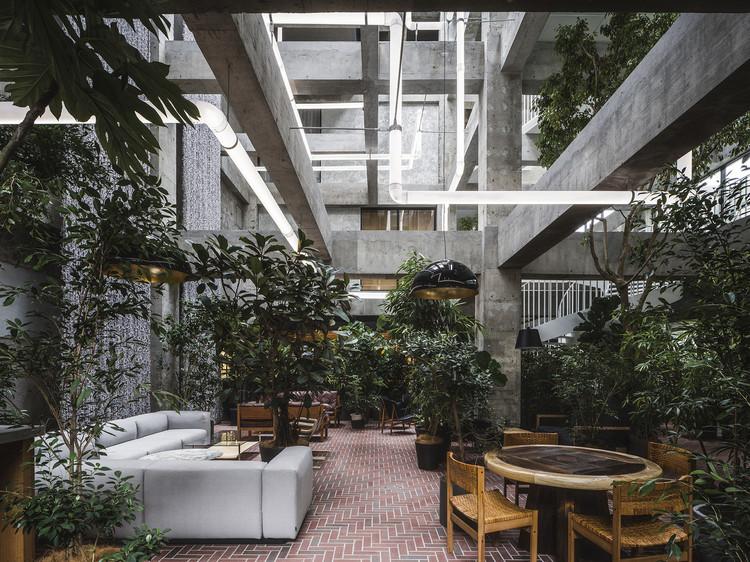 Tendencias de interiores verdes en todo el mundo, Hospitalidad exuberante . Imagen © Katsumasa Tanaka