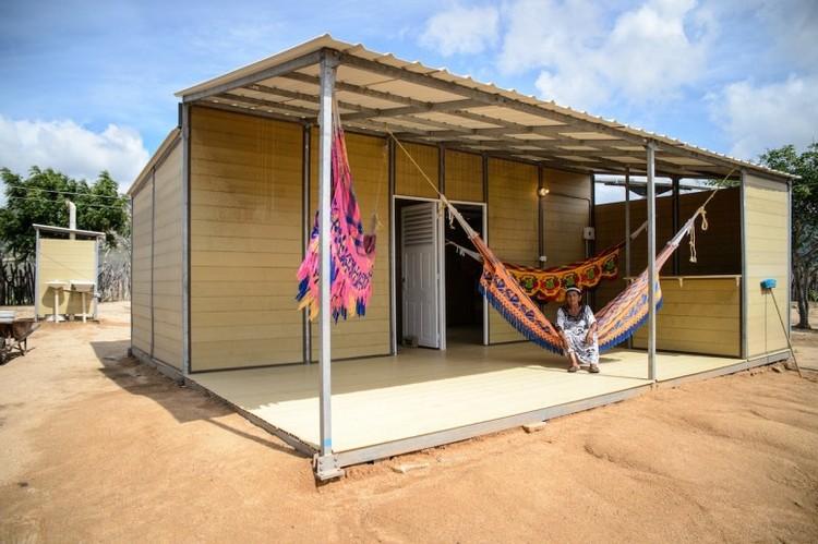 Startup de Colombia utiliza residuos de café para hacer viviendas sociales, La casa prefabricada está hecha con plástico reciclado y café. Imagen © Woodpecker