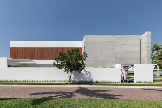 Mocoli House / Orense Arquitectos