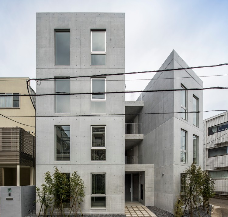 Apartment House in Sakurashinmachi / abanba