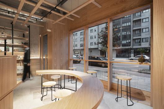 Flow Yoga and Movement Studio / Nan Arquitectos