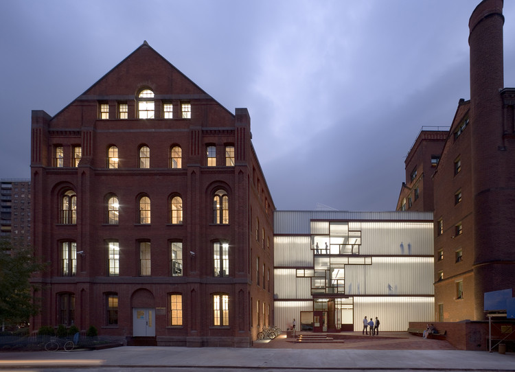 Pratt Institute, Higgins Hall Insertion / Steven Holl Architects. Image © David Sundberg