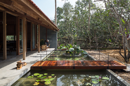 Hachi Lily House / SILAA