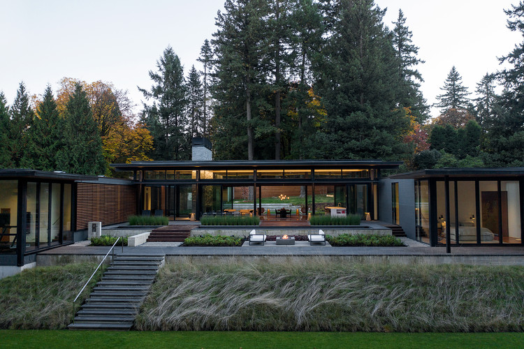 Glass Link House  / Scott | Edwards Architecture, © Jeremy Bittermann