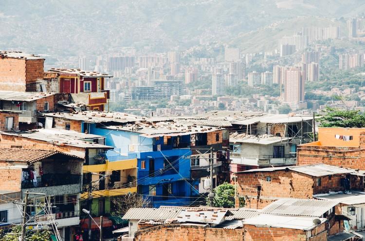 Como Medellín entende o que é urbanismo social?, Medellín, Colômbia. Foto de Milo Miloezger, via Unsplash
