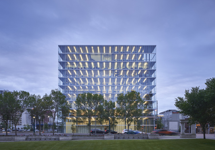 The Edge Office Building / Dub Architects