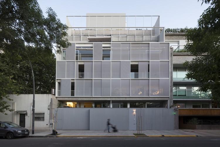 Edificio de viviendas Sucre 812 / Ana Smud + Alberto Smud, © Javier Agustín Rojas