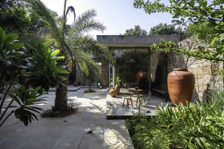 Rock House  / The Grid Architects, © Photographix India