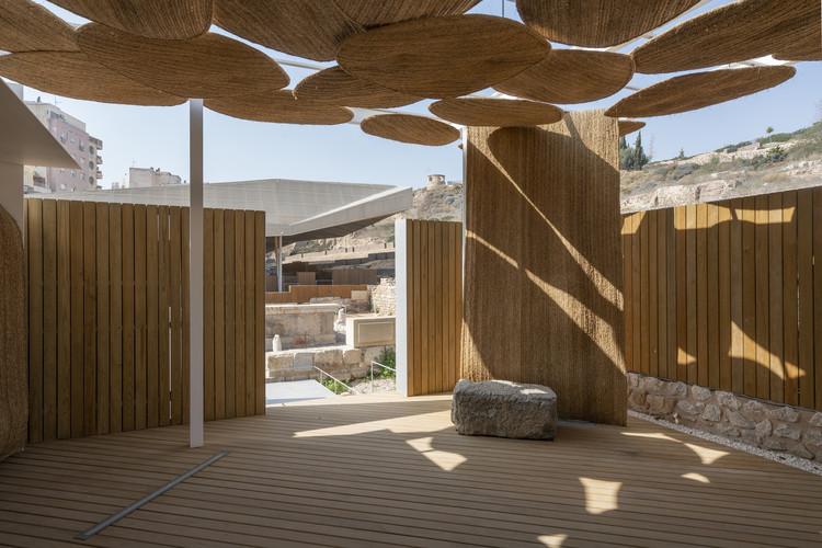 Pabellón de salida del parque arqueológico de El Molinete / Amann Canovas Maruri, © Luis Asín