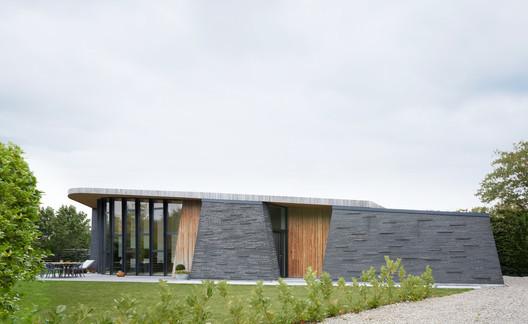 Boomerang House / AJG Architects