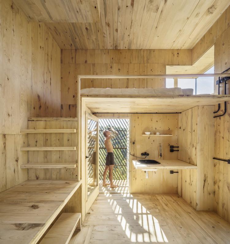 ¿Cómo construir con madera km 0?, The Voxel – Una cabaña de cuarentena / Valldaura Labs. Image © Adrià Goula