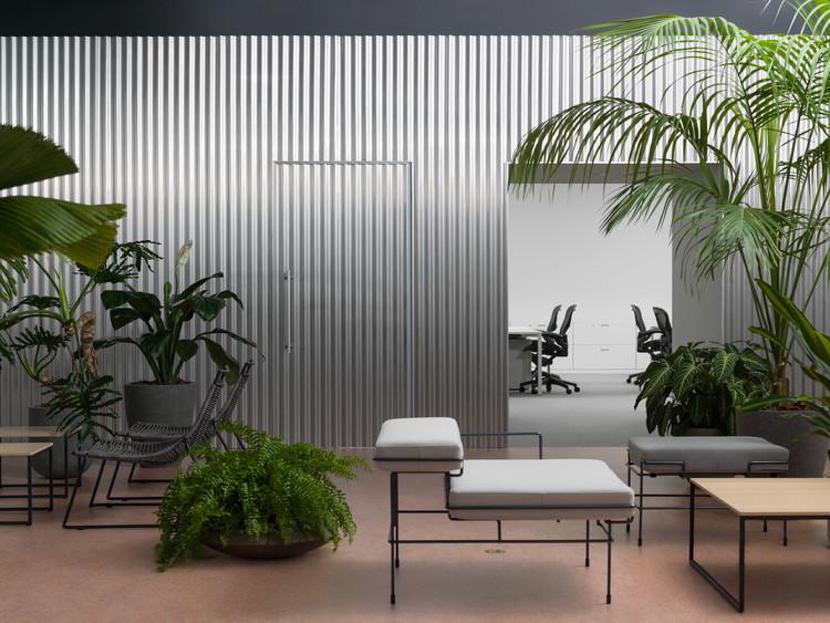 Office With a Patio / Office Shogo Onodera + HANNA INC.