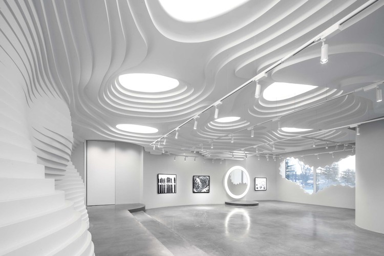 White Cave Gallery / 123 architects