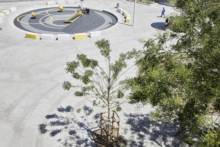 Henri Dunant Place / Espace Libre