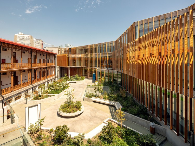 Matta Sur Community Health Center / Luis Vidal + Arquitectos