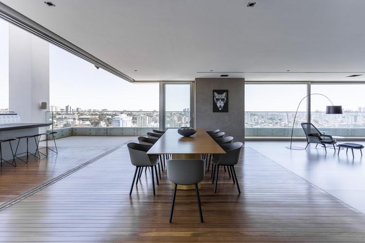 Apartamento RM15 / Aguirre Arquitetura, © Israel Gollino