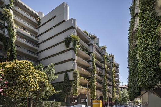 Edificio Princesa, residential buildings for the Military Housing Cooperative - Fernando Higueras Díaz, Antonio Miró Valverde and Carlos García Rodríguez. Image © Roberto Conte