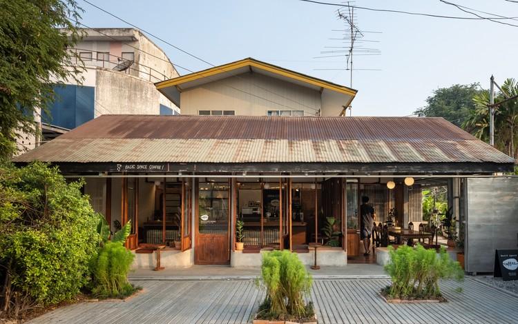 Basic Space Coffee / BodinChapa Architects, © Rungkit Charoenwat