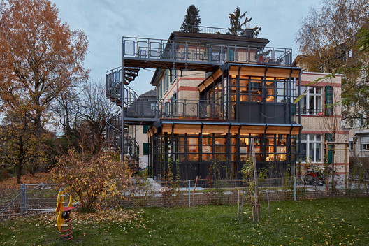 Renovation and Extension of a Heritage-protected Residence Building / AMJGS Architektur