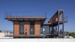 Shri Khimji Ramdas Kanya Vidhyalay Science Lab / SPASM Design Architects