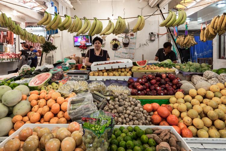 Espacios públicos, privados y utopías tecnológicas: ¿de qué manera ha afectado la pandemia a los no diseñadores?, Estado de los locales en mercados de la periferia de la Ciudad de México previo a la pandemia de COVID-19 (2018). Image © Zaickz Moz