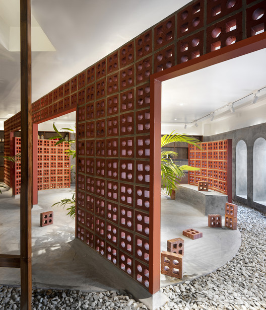 Confort y sustentabilidad en la arquitectura: Tendencias 2021, An open and collective architecture, rich in symbolism, and at the same time adaptable and reusable. The TerraMater Store / RENESA Architecture Design Interiors Studio. Image © Niveditaa Gupta