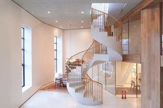 Oblique Figures Apartment  / J.Roc Design