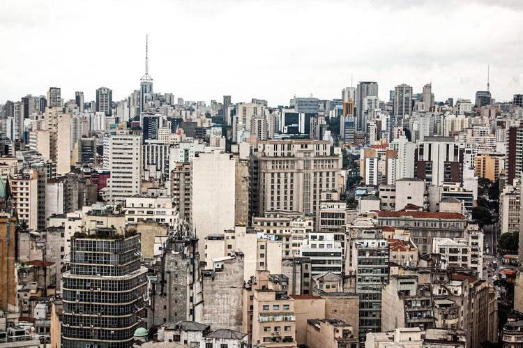 Organizações de São Paulo exigem que revisão do Plano Diretor seja participativa e democrática mesmo com a pandemia, São Paulo. Foto de Ferran Feixas, via Unsplash