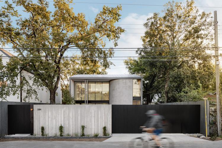 Casa E2211 / RAVEL Architecture, © Chase Daniel