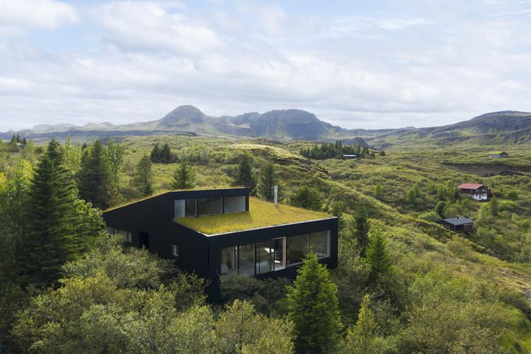 Casa de vacaciones en Þingvallavatn / Krads, © Marino Thorlacius