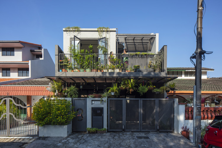 Concrete Jungle House / N O T Architecture