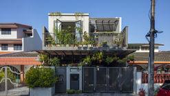 Casa jungla de hormigón / N O T Architecture