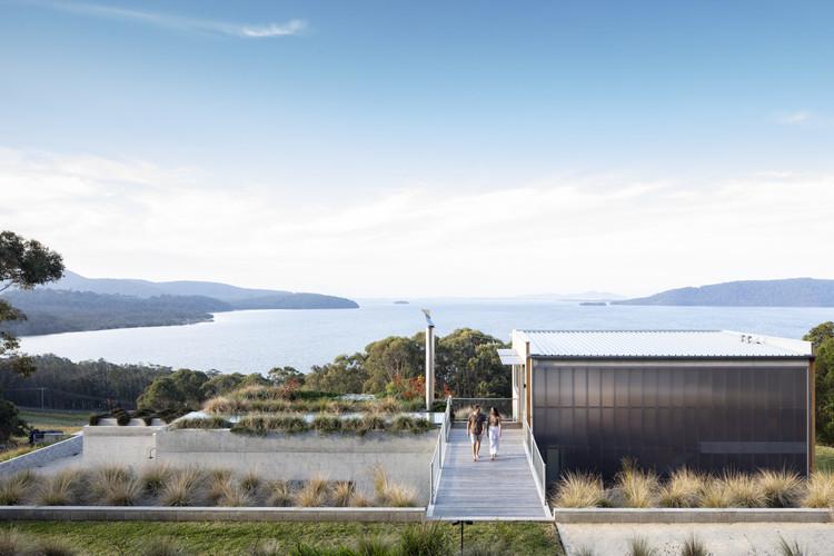 Día mundial del agua: reutilización y sostenibilidad en proyectos de arquitectura, Casa del Lago Wallis / Matthew Woodward Architecture. Imagen: © Brett Boardman Photography