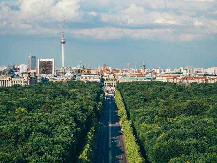 12 Exposições virtuais gratuitas sobre cidades e urbanismo, Berlim, Alemanha. Foto de Adam Vradenburg, via Unsplash