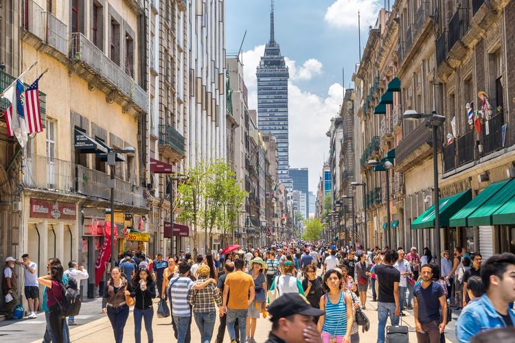 El derecho a la ciudad: de Lefebvre a la Constitución Mexicana, Calle Francisco I. Madero Centro Histórico, Ciudad de México (2020). Image © Alex Cimbal / Shutterstock
