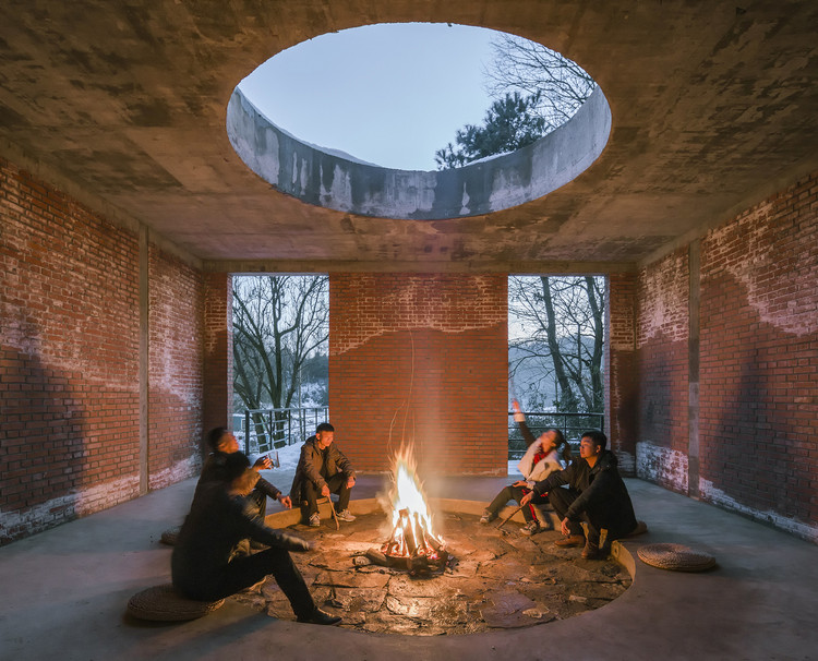 Back to Our Roots: Interiors Embracing Fire, Water, Earth, and Air , B Garden / 3andwich Design / He Wei Studio. Night view of meditative space. Image © Weiqi Jin