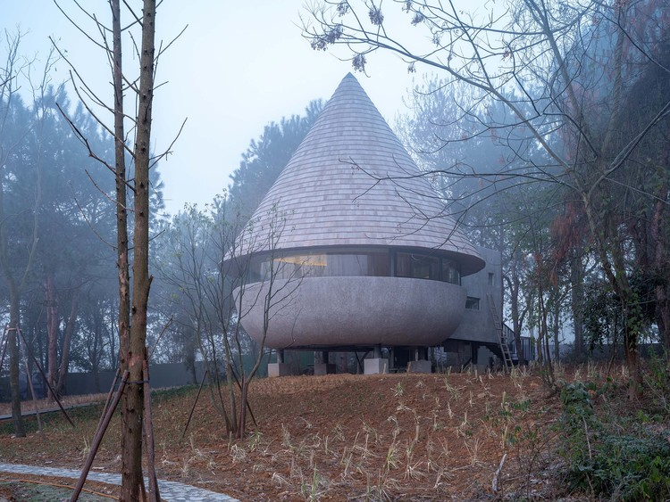 The Mushroom, A Wood House in the Forest / ZJJZ, exterior. Image © Fangfang Tian
