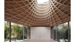 """""""Sin una gran arquitectura no somos nada"""": Detrás de cámara con Edmund Sumner"""