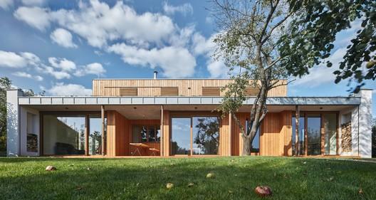 New House in the Old Garden / kaa-studio