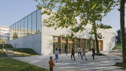 Oscar Niemeyer Sports and Cultural Center  / LA SODA