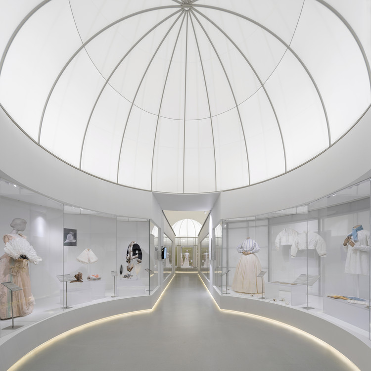 Spatial Design of the Exhibition Fashioned from Nature / Studio 10