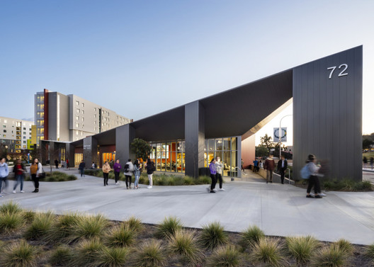 Dining Commons at Cal Poly, designed by EYRC Architects. Student Housing by HMC. Image Courtesy of HMC Architects
