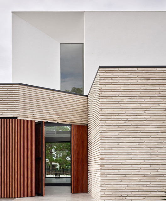The Versatility and Structural Integrity of Extra-Long Brick Finish, Stratum, Australia. Image Courtesy of Randers Tegl