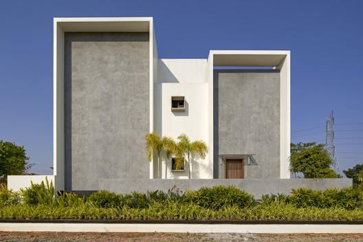 Casa enmarcada / Crest Architecture