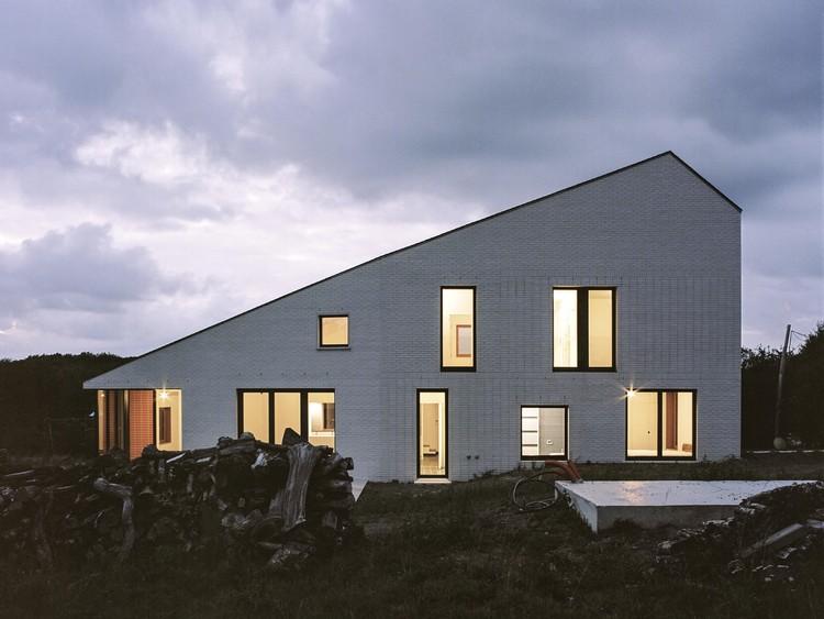 House on a Hill / vvv