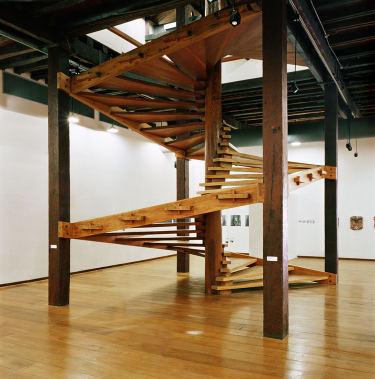 Lina Bo Bardi and Her Helicoidal Wooden Staircase: Tradition and Modernity, © Nelson Kon