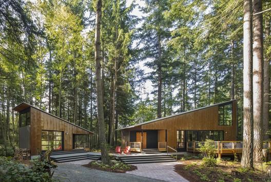 Pequeña casa, gran cobertizo / David Van Galen Architecture