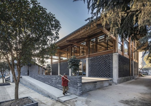 Party and Public Service Center of Yuanheguan Village / LUO studio. Image © Weiqi Jin